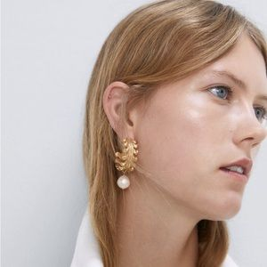 NWOT Zara Natural Pearl Engraved Earrings